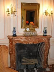 pique decor - cheminée faux marbre - Camino Con Focolare Aperto